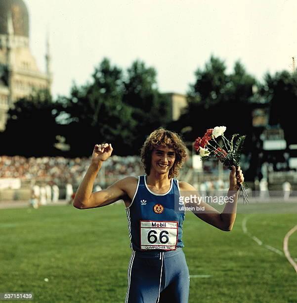 Leichtathletin D 'Olympischer Tag' in Dresden jubelt im RudolfHarbigStadion oJ