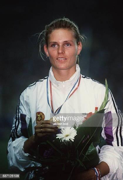 Leichtathletin DDR Siegerehrung bei der EM in Split mit einer Goldmedaille August 1990