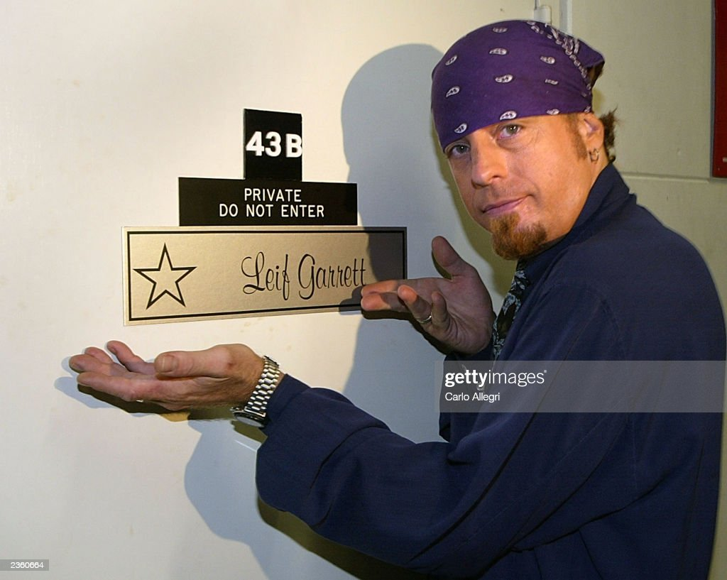 Leif Garret shows off the star on his dressing room door before a taping of Former & Hollywood Squaresu0027 pezcame.com