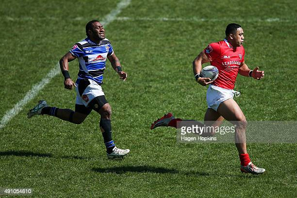 Leigh Bristow of Poverty Bay breaks away to score a try from Michael Nabuliwaqe of Wanganui during the round six Heartland Championship match between...