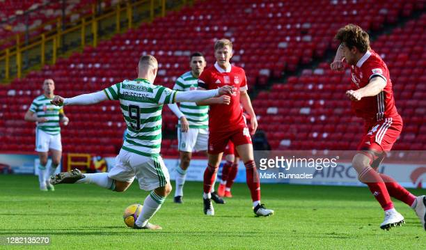 Leigh Griffiths of Celtic scores his team's second goal during the Ladbrokes Scottish Premiership match between Aberdeen and Celtic at Pittodrie...