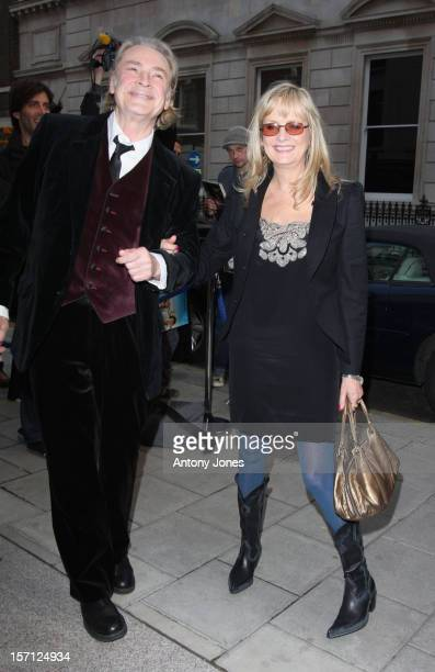 Leigh Lawson And Twiggy Attend An Exhibition Of Photographs By Linda Mccartney Which Go On Show To Mark 10Th Anniversary Of Her Death London