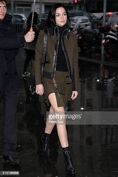 Leigh Lezark arrives at the Anthony Vaccarello show as part of the Paris Fashion Week Womenswear Fall/Winter 2016/2017 on March 1 2016 in Paris France