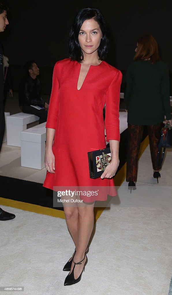 Giambattista Valli : Front Row - Paris Fashion Week Womenswear Fall/Winter 2015/2016 : News Photo
