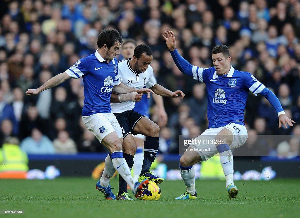 Everton v Tottenham Hotspur - Barclays Premier League : News Photo