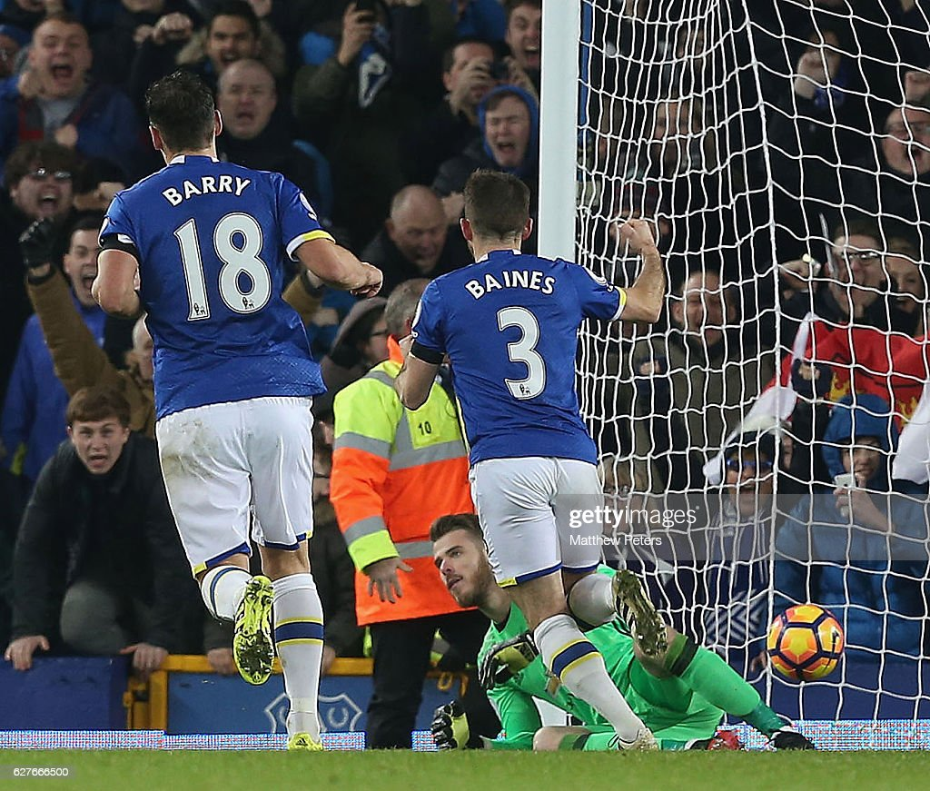 Leighton Baines of Everton celebrates scoring their first goalduring the Premier League match between Everton and Manchester United at Goodison Park on December 4, 2016 in Liverpool, England.