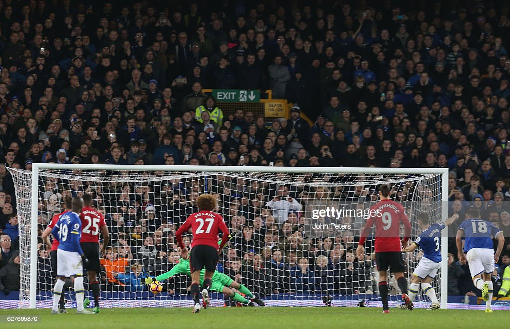 Leighton Baines of Everton scores their first goal during the Premier League match between Everton and Manchester United at Goodison Park on December 4, 2016 in Liverpool, England.