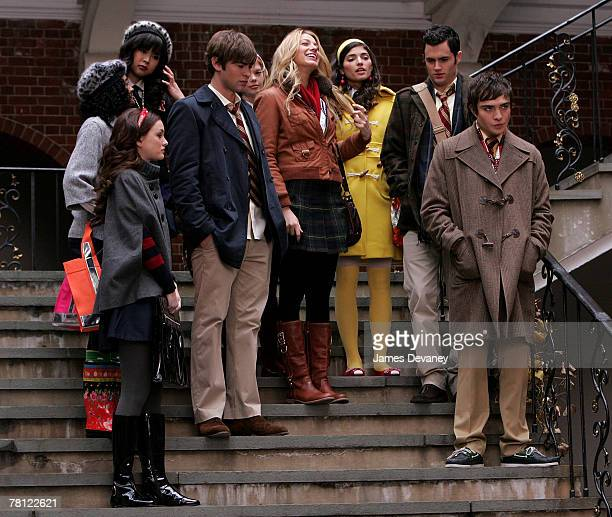 Leighton Meester Chace Crawford Blake Lively Penn Badgley and Ed Westwick on location for 'Gossip Girl' in New York City on November 27 2007