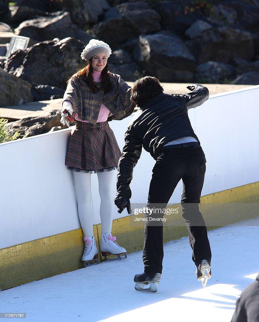 "Leighton Meester on Location for ""Gossip Girl"" - November 2, 2007 : News Photo"