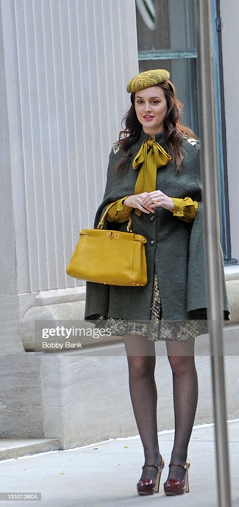 On Location For 'Gossip Girl' - October 31, 2011 : News Photo