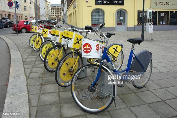 Leihfahrräder mit Werbung für die Raiffeisen Bank im 2. Wiener Stadtbezirk Leopoldstadt