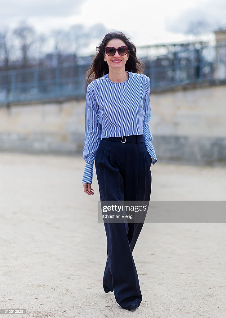 Street Style -Paris Fashion Week : Day Three Womenswear Fall Winter 2016/2017 : News Photo