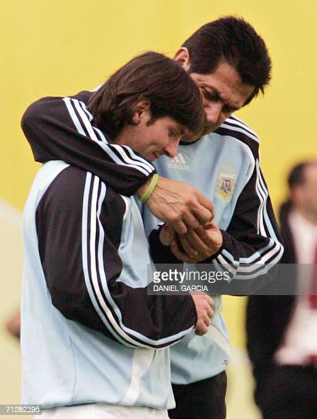 Argentine forward Lionel Messi talks to assistant Ubaldo Fillol during team's reconnaissance at Leipzig stadium 23 June 2006 Argentina will face...