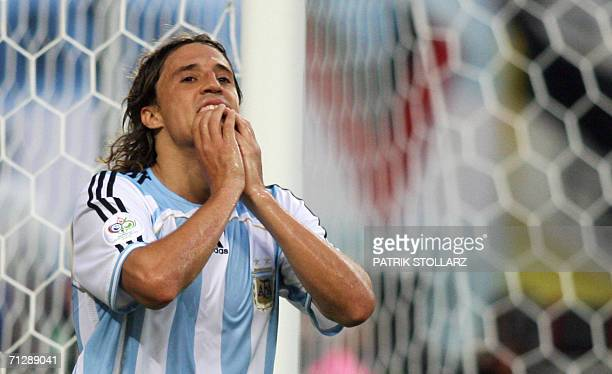 Argentinian forward Hernan Crespo reacts after missing a chance to score during the World Cup 2006 round of 16 football game Argentina vs Mexico 24...