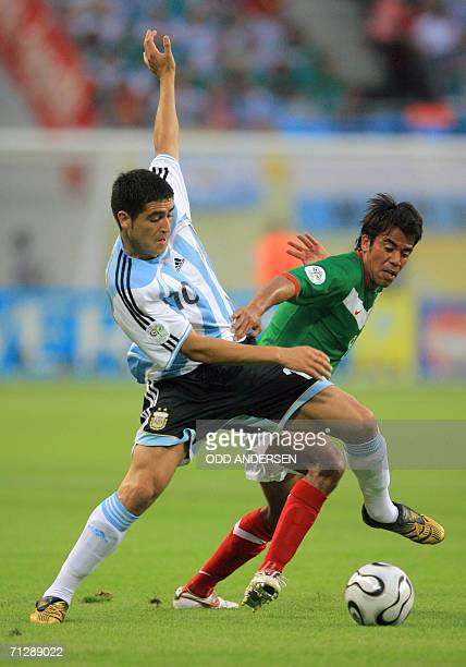 Argentinian midfielder Juan Roman Riquelme fights for the ball with Mexican midfielder Pavel Pardo during the World Cup 2006 round of 16 football...