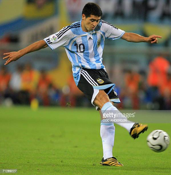 Argentinian midfielder Juan Roman Riquelme kicks the ball during the World Cup 2006 round of 16 football game Argentina vs Mexico 24 June 2006 at...