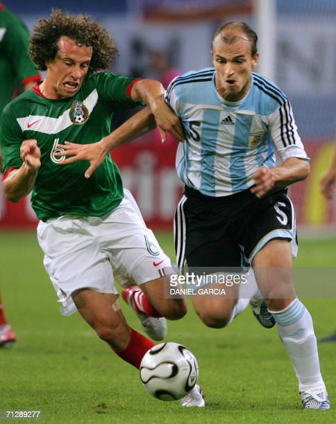 Mexican midfielder Gerardo Torrado fights for the ball with Argentinian midfielder Esteban Cambiasso during the World Cup 2006 round of 16 football...