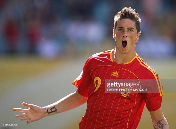 Spanish forward Fernando Torres celebrates scoring the fourth goal for his team during the World Cup 2006 group H football game Spain vs Ukraine 14...