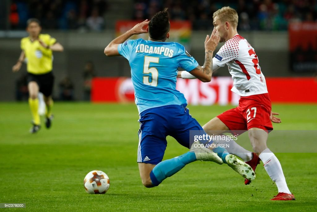 Leipzig's Austrian midfielder Konrad Laimer (R) and Marseille's Argentinian forward Lucas Ocampos vie for the ball during the UEFA Europa League quarter-final first leg football match RB Leipzig vs Olympique de Marseille (OM) at the RB arena in Leipzig, eastern Germany, on April 5, 2018. / AFP PHOTO / Odd ANDERSEN
