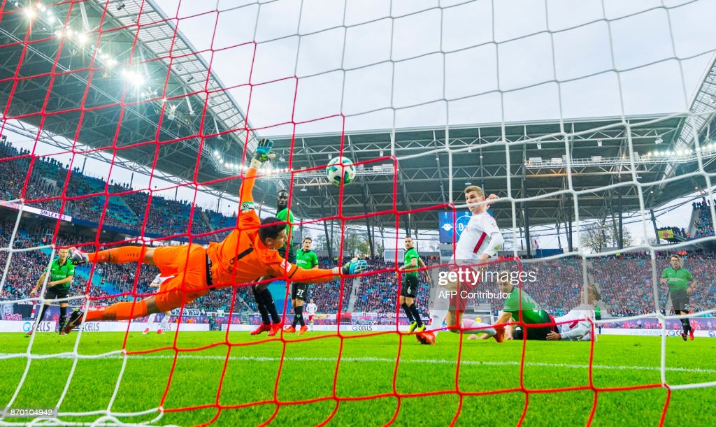 TOPSHOT - Leipzig´s forward Timo Werner (C) scores an offside goal during the German first division Bundesliga football match between RB Leipzig and Hannover 96 in Leipzig, eastern Germany on November 3, 2017. /