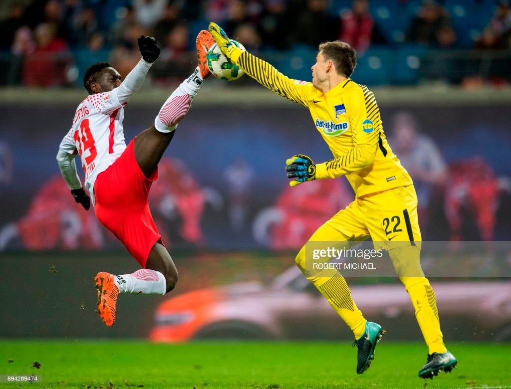 Leipzig's French forward Jean-Kevin Augustin (L) and Berlin's Norwegian goalkeeper Rune Jarstein vie for the ball during the German first division Bundesliga football match between RB Leipzig and Hertha Berlin on December 17, 2017 in Leipzig. /