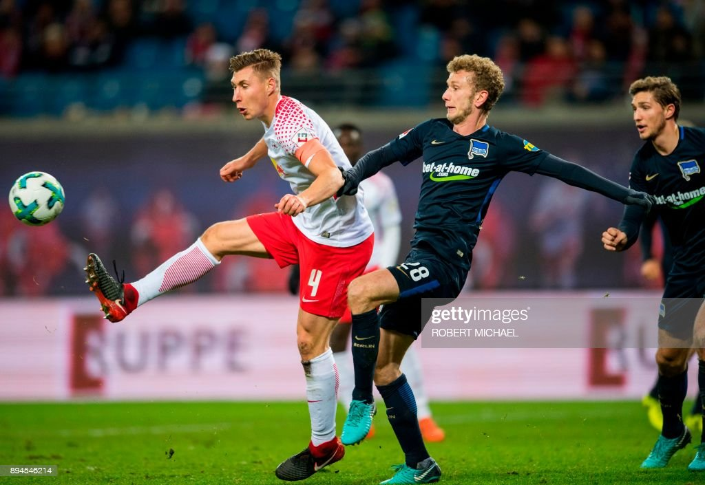 Leipzig's German defender Willi Orban (L) and Berlin's Swiss midfielder Fabian Lustenberger vie for the ball during the German first division Bundesliga football match between RB Leipzig and Hertha BSC Berlin in Leipzig, eastern Germany on December 17, 2017. /