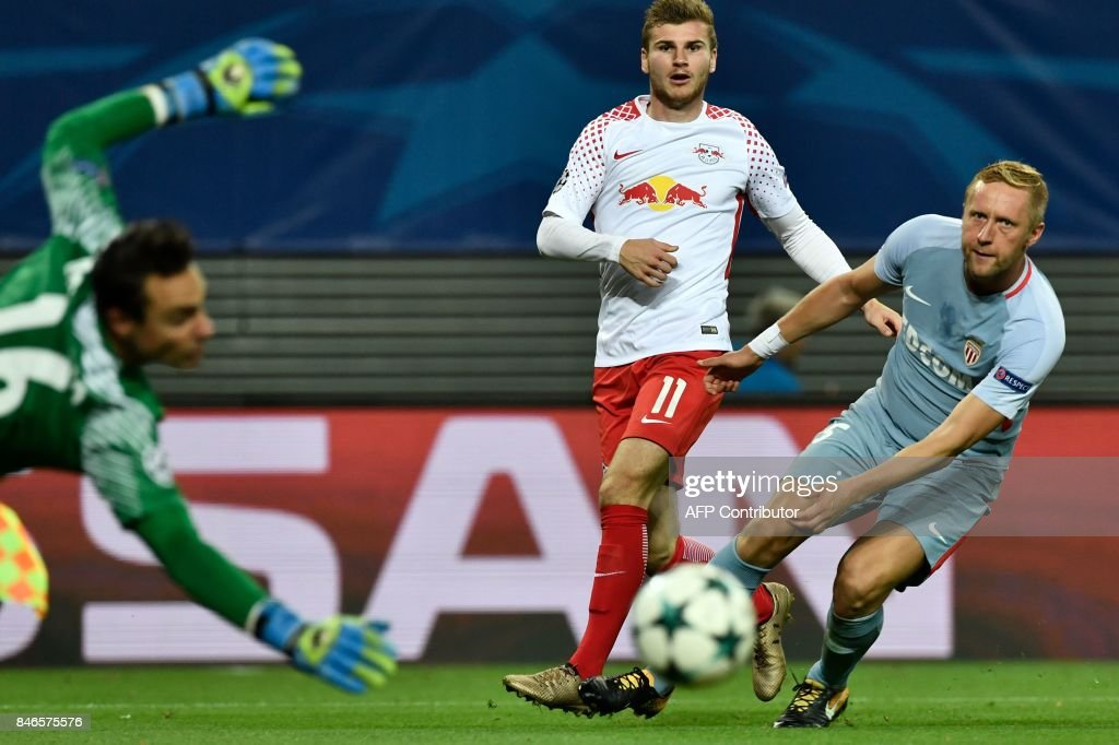 Leipzig's German forward Timo Werner (C) gets a shot past Monaco's Polish defender Kamil Glik (R) but not passed Monaco's Swiss goalkeeper Diego Benaglio (L) during the UEFA Champions League group G football match RB Leipzig v AS Monaco in Leipzig, eastern Germany on September 13, 2017. / AFP PHOTO / John MACDOUGALL / The erroneous mention[s] appearing in the metadata of this photo by John MACDOUGALL has been modified in AFP systems in the following manner: [Monaco's Polish defender Kamil Glik] instead of [Monaco's Brazilian defender Jemerson]. Please immediately remove the erroneous mention[s] from all your online services and delete it (them) from your servers. If you have been authorized by AFP to distribute it (them) to third parties, please ensure that the same actions are carried out by them. Failure to promptly comply with these instructions will entail liability on your part for any continued or post notification usage. Therefore we thank you very much for all your attention and prompt action. We are sorry for the inconvenience this notification may cause and remain at your disposal for any further information you may require.