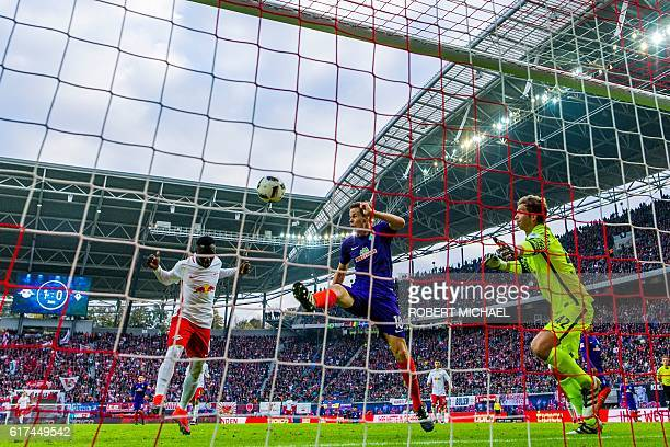 TOPSHOT Leipzig's Guinean midfielder Naby Keita scores the second goal past Bremen's Finnish defender Niklas Moisander and goalkeeper Felix Wiedwald...