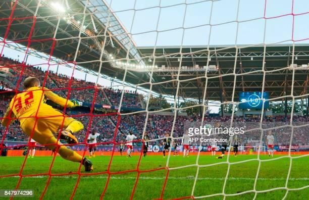 Leipzig´s Hungarian goalkeeper Peter Gulacsi fails to save a penalty kick shot by Moenchengladbach´s Belgian midfielder Thorgan Hazard during the...