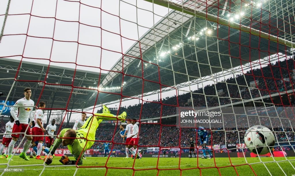Leipzig's Hungarian goalkeeper Peter Gulacsi fails to save the ball fo the 0-1 goal during the German First division Bundesliga football match RB Leipzig vs Hamburger SV in Leipzig on February 11, 2017. / AFP / John