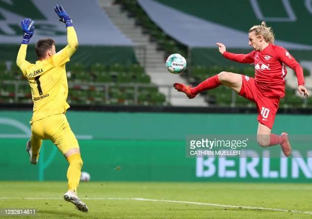 Leipzig's Swedish midfielder Emil Forsberg scores the 1-2 goal past Bremen's Czech goalkeeper Jiri Pavlenka during the German Cup semi-final football...