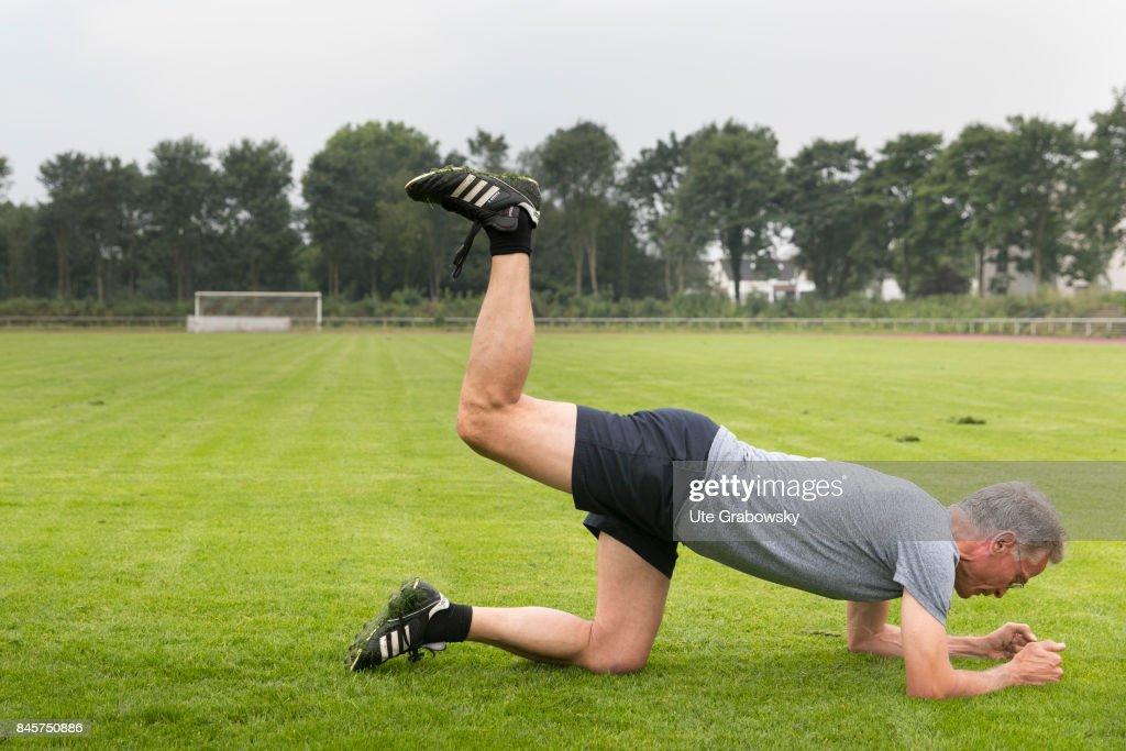 Leg lift : News Photo