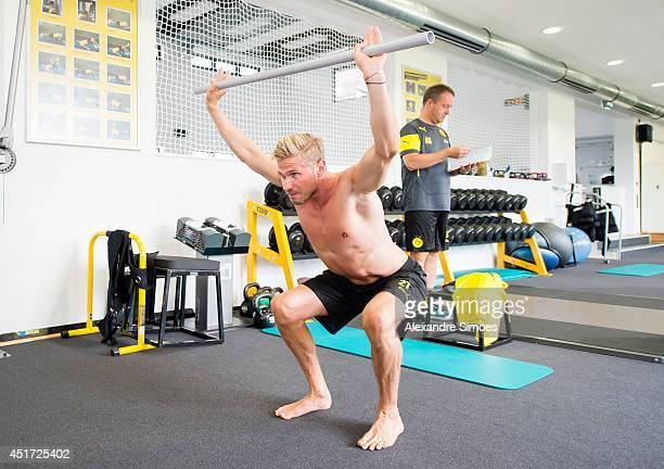 37 Borussia Dortmund Fitness Test Photos And Premium High Res Pictures Getty Images