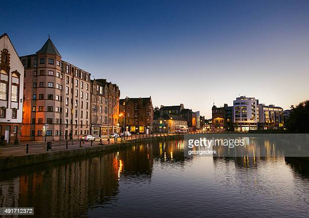 leith waterfront at dusk - water's edge stock pictures, royalty-free photos & images