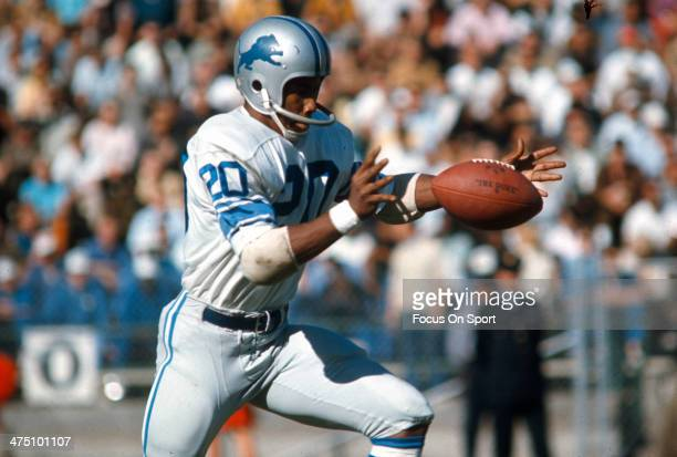 Lem Barney of the Detroit Lions punts the ball against the San Francisco 49ers during an NFL football game October 29 1967 at Kezar Stadium in San...