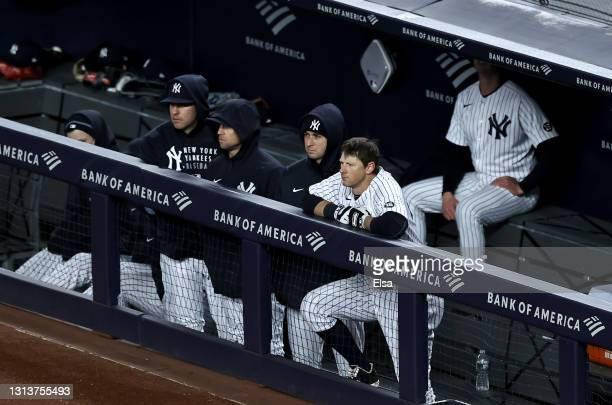 LeMahieu of the New York Yankees and the rest of the New York Yankees bench react to the loss to the Atlanta Braves at Yankee Stadium on April 21,...