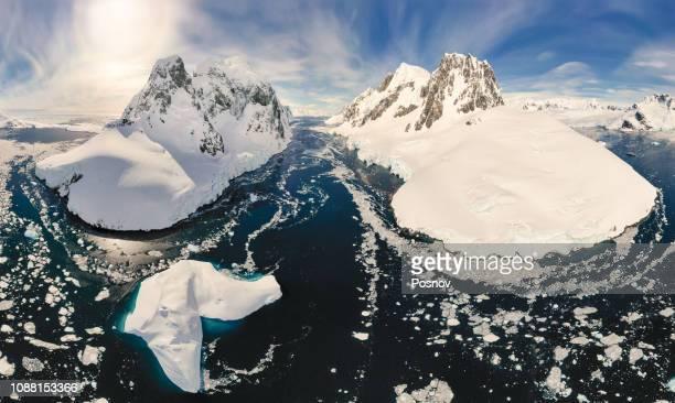 lemaire channel - oceano antartico foto e immagini stock