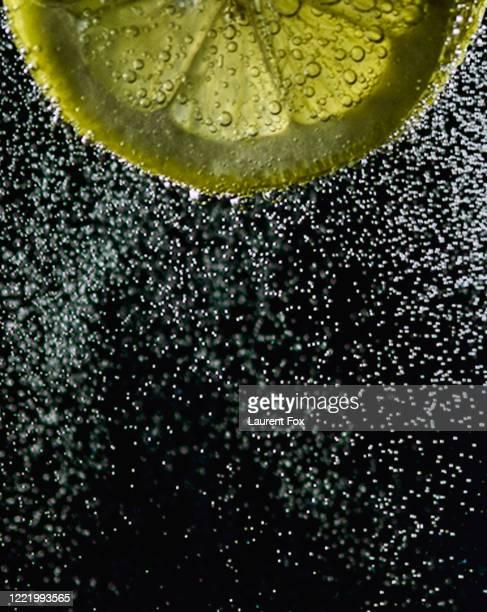 lemon bubbles - 熟した ストックフォトと画像