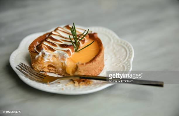 lemon cheesecake - デザート ストックフォトと画像
