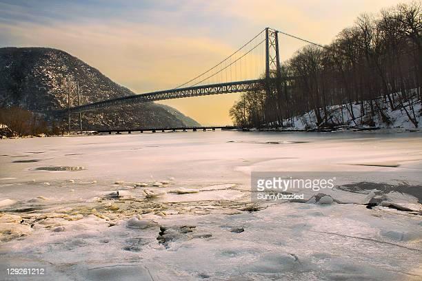 lemon frost - bear mountain bridge stock pictures, royalty-free photos & images