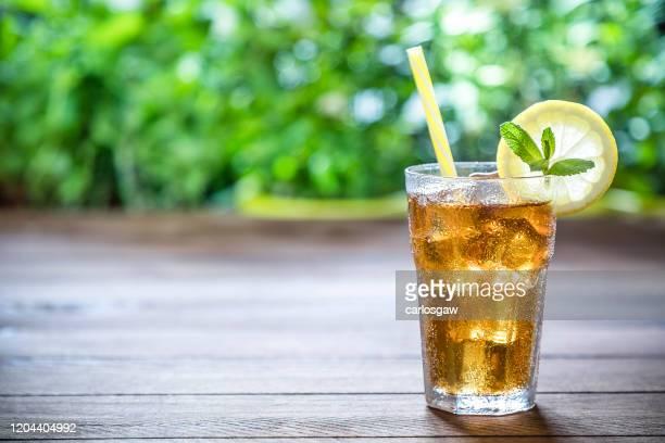 de ijsthee van de citroen - koude dranken stockfoto's en -beelden