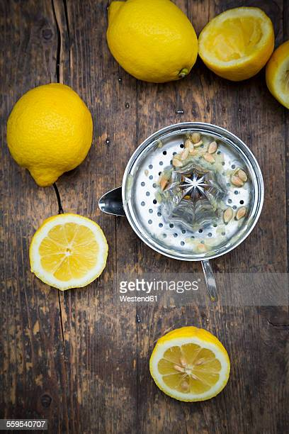 Lemon squeezer and organic lemons