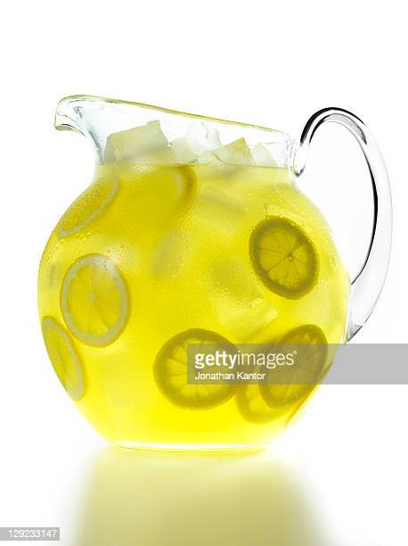 lemonade pitcher - pitcher stockfoto's en -beelden