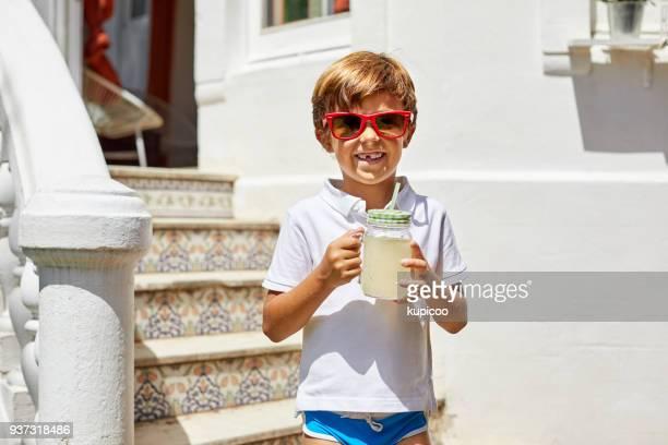 limonada - a bebida oficial do verão - só um menino - fotografias e filmes do acervo