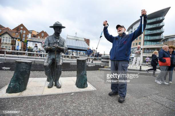 Len Banister protests against the removal of the Lord BadenPowell statue on June 11 2020 in Poole United Kingdom The statue of Robert BadenPowell on...