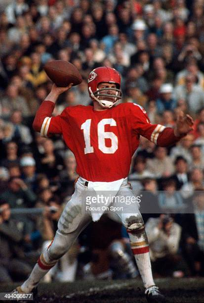 Len Dawson of the Kansas City Chiefs drops back to pass against the Minnesota Vikings during Super Bowl IV on January 11 1970 at Tulane Stadium in...
