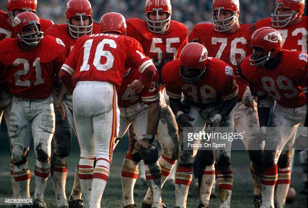 Len Dawson of the Kansas City Chiefs huddles up with his offense against the Minnesota Vikings during Super Bowl IV on January 11 1970 at Tulane...