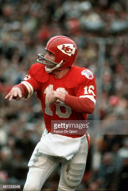 Len Dawson of the Kansas City Chiefs throws a pass against the Minnesota Vikings during Super Bowl IV on January 11 1970 at Tulane Stadium in New...