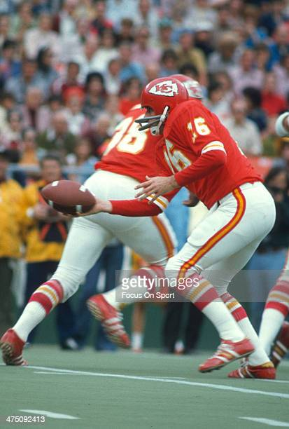 Len Dawson of the Kansas City Chiefs turns to hand the ball off against the Oakland Raiders during an NFL Football game September 30 1973 at...