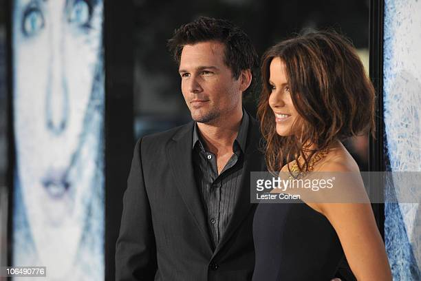 Len Wiseman and actress Kate Beckinsale arrive on the red carpet of the Los Angeles premiere of Whiteout at the Mann Village Theatre on September 9...